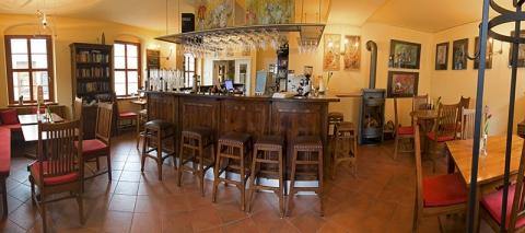 Innenaufnahme des Weincafe der Pension nebenan in Dresden